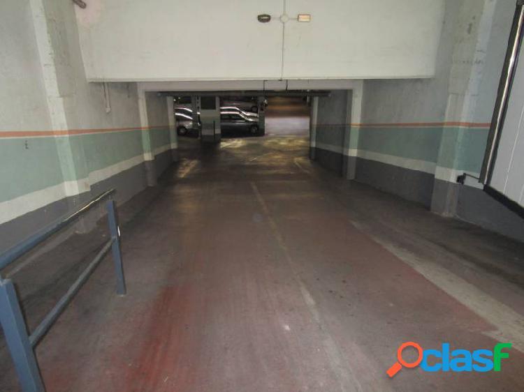 Urbis te ofrece unas plazas de garaje en zona Alamedilla,