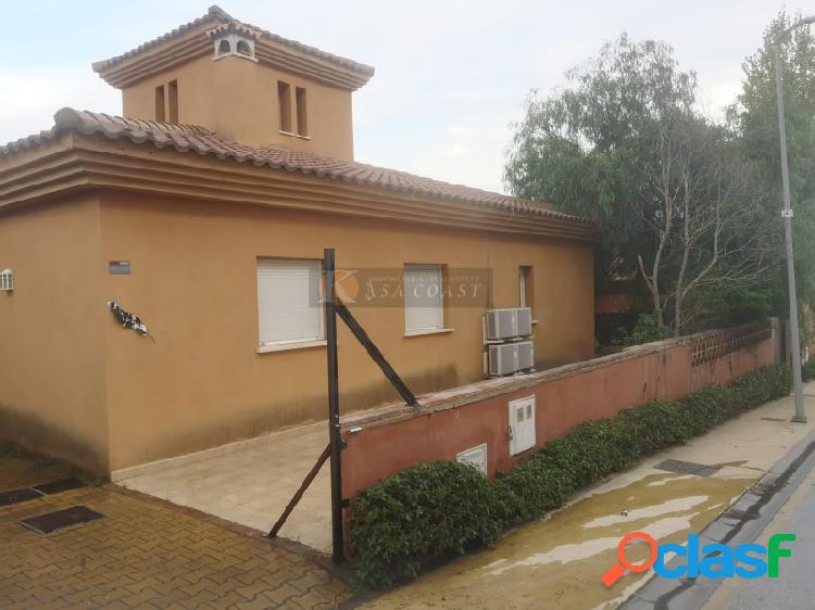 Venta de unifamiliar en la zona de El Higuerón, Fuengirola.