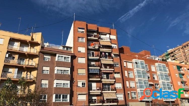 Venta de vivienda de 142 m2, cuenta con 3 dormitorios (antes
