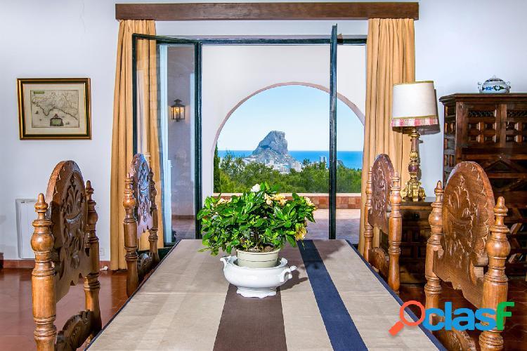 Villa mediterranea con vistas al mar
