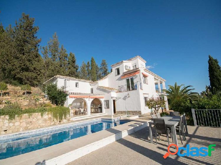 Excepcional villa con espectaculares vistas al mar y
