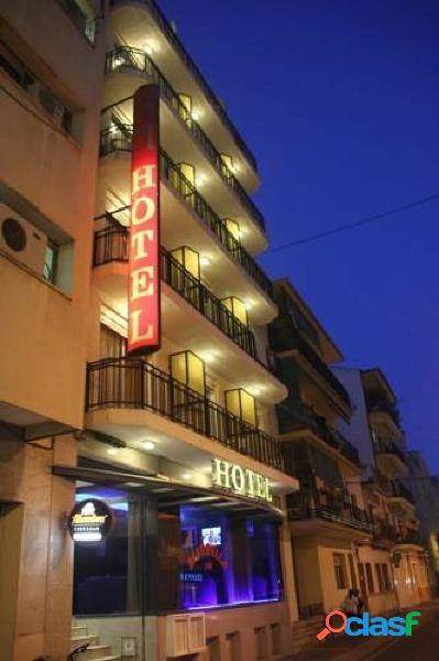 HOTEL - EDIFICIO TURÍSTICO EN BENIDORM A TAN SÓLO 300
