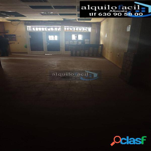 SE VENDE LOCAL ECONÓMICO- CALLE JUAN DE TOLEDO- 100 METROS-