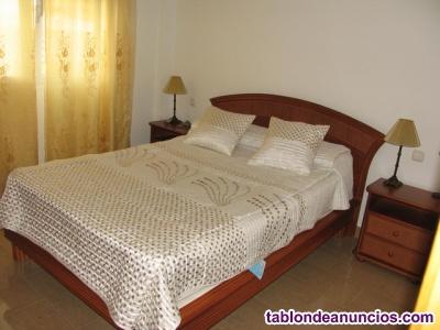 Dormitorio de madera mimbre