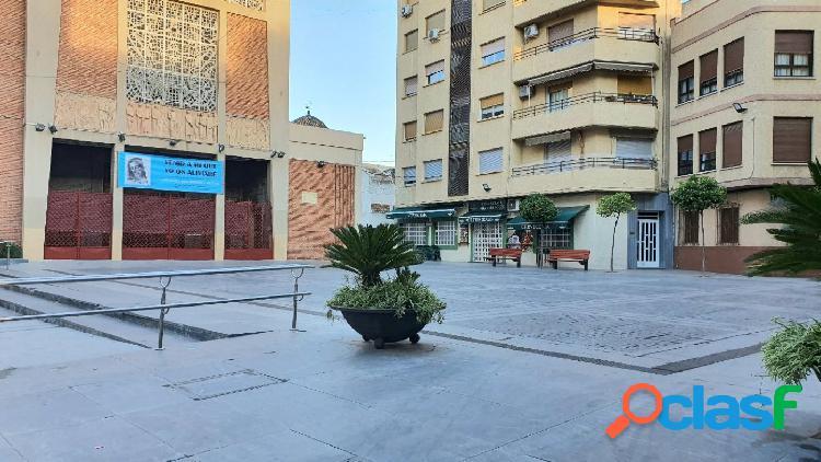 Local Comercal junto Ayuntamiento.