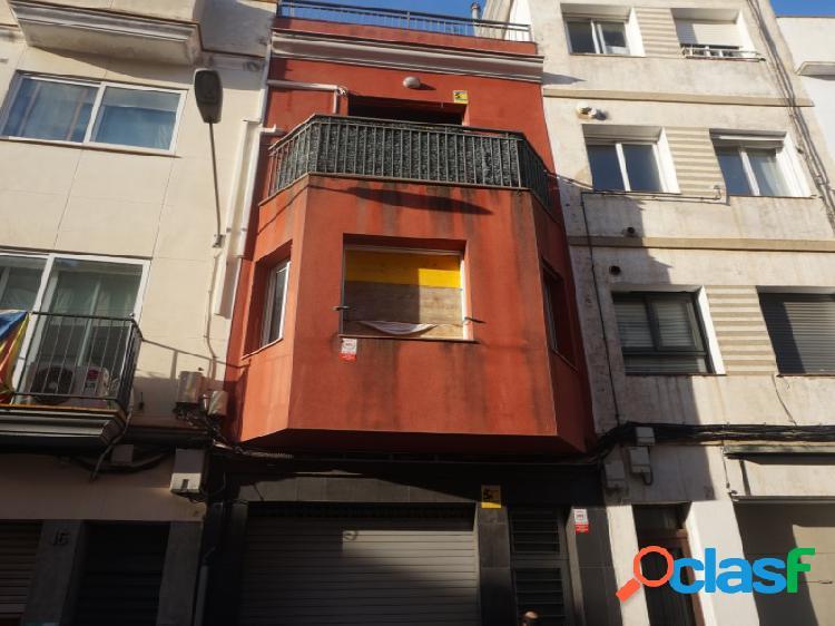 Mataró centro: Casa a reformar de 210 m2 útiles en 3