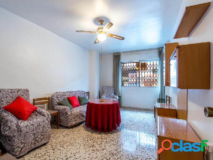 Piso de 3 dormitorios con garaje y trastero en calle Olmeda,