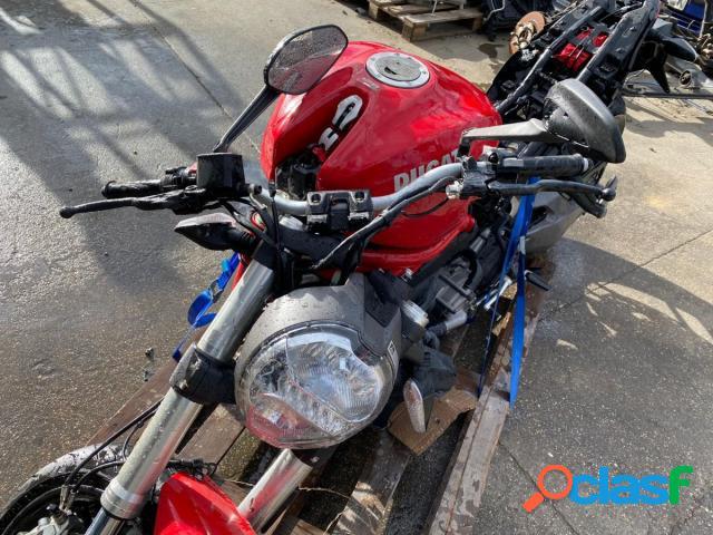 Ducati Monster 796 gasolina en Villamuriel de Cerrato