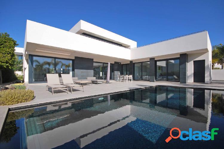 Lujosa villa de estilo moderno