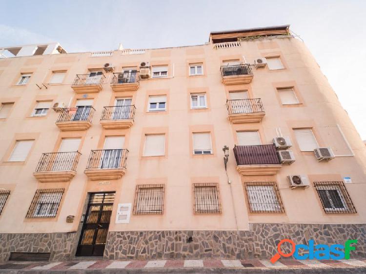 Piso de 3 dormitorios en calle Sol junto a Avda de Roquetas