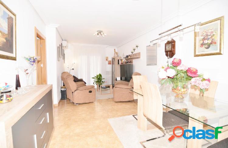Urbis te ofrece un bonito piso en venta en Santa Marta de
