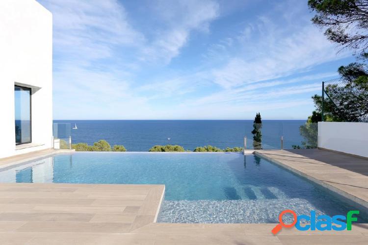 Villa de lujo con vistas al mar de estilo ibicenco en venta