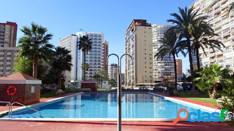Amplio piso en zona Levante, cerca de plaza Triangular.
