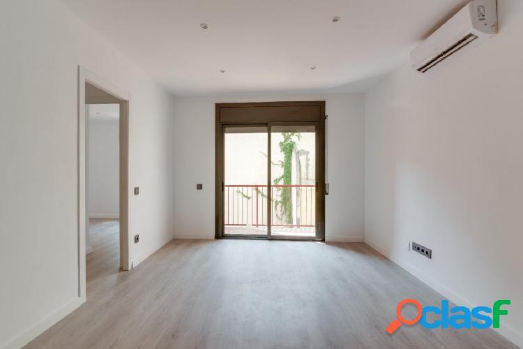 Piso en venta de 62m2 reformado, con 3 habitaciones, balcón