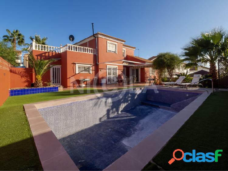 Villa de 5 dormitorios y 2 baños con piscina en San Juan de