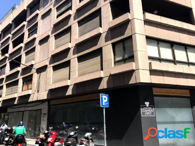 COCHERA EN FERNANDO DE CÓRDOBA 1.