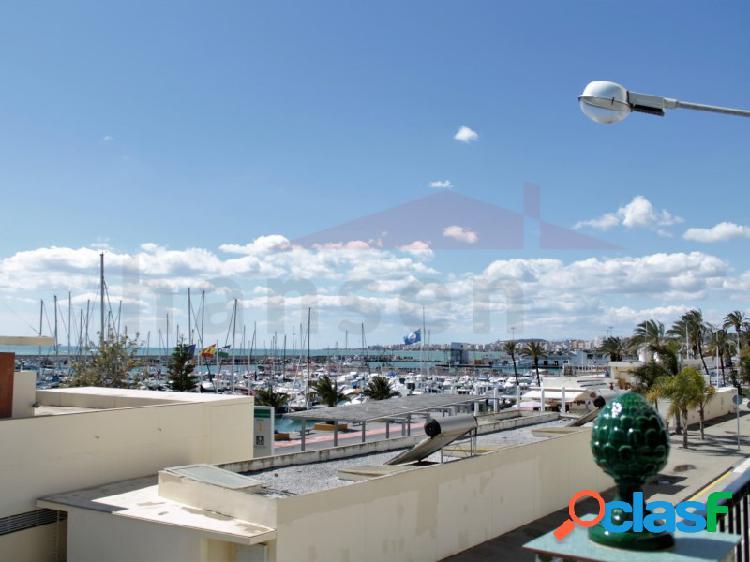 Piso con terraza grande cerca del mar