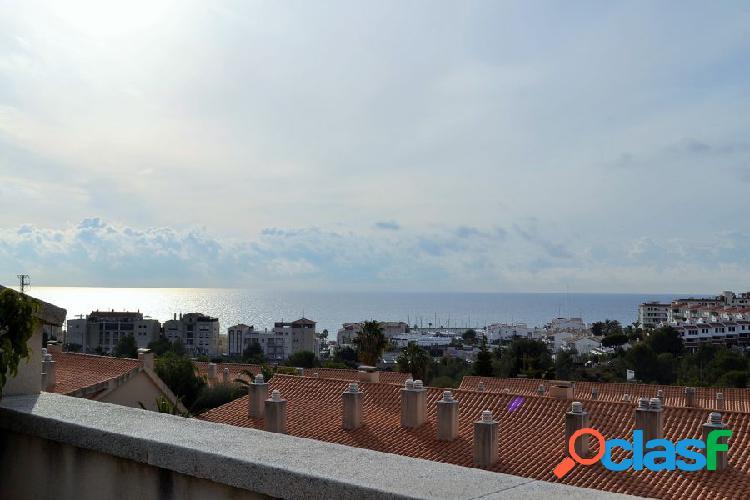 Piso duplex con terrazas y vistas al mar