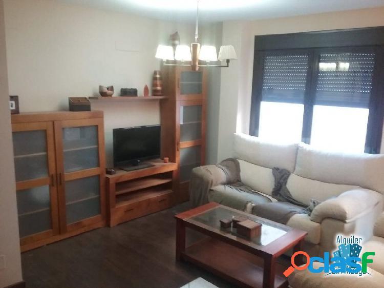 Se alquila o se vende apartamento en zona CENTRO.