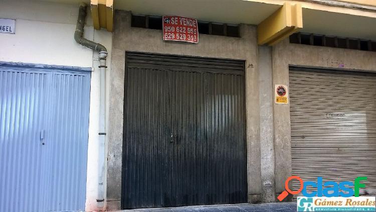 Se vende local comercial usado como garaje en la zona de la