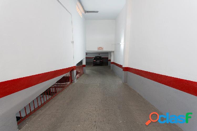 Fantástica plaza de garaje en Palacio de Deportes.