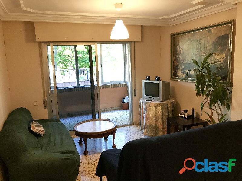 Se alquila 1 Habitación DOBLE con 2 camas individuales