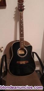Guitarra acustica y amplificador