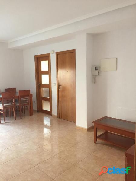 Apartamento con dos dormitorios y muy cerca de la playa del