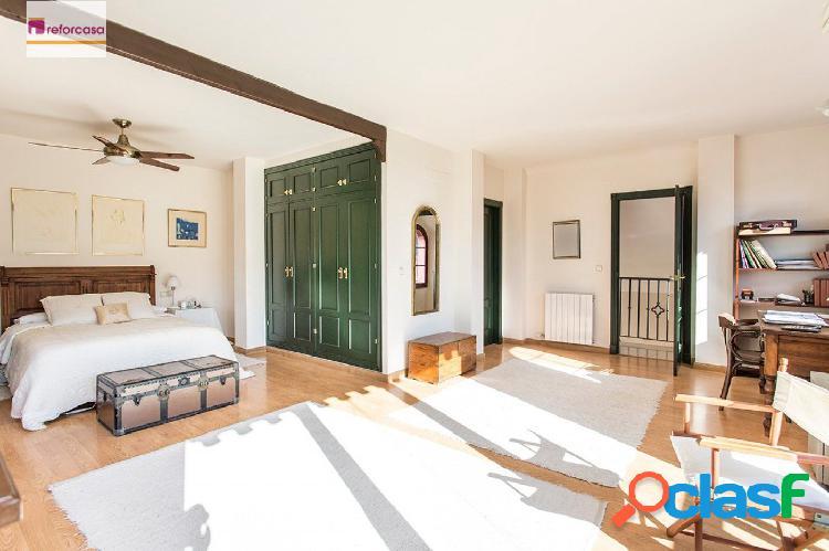 Exclusiva vivienda con vistas de 4 dormitorios en Urb. La