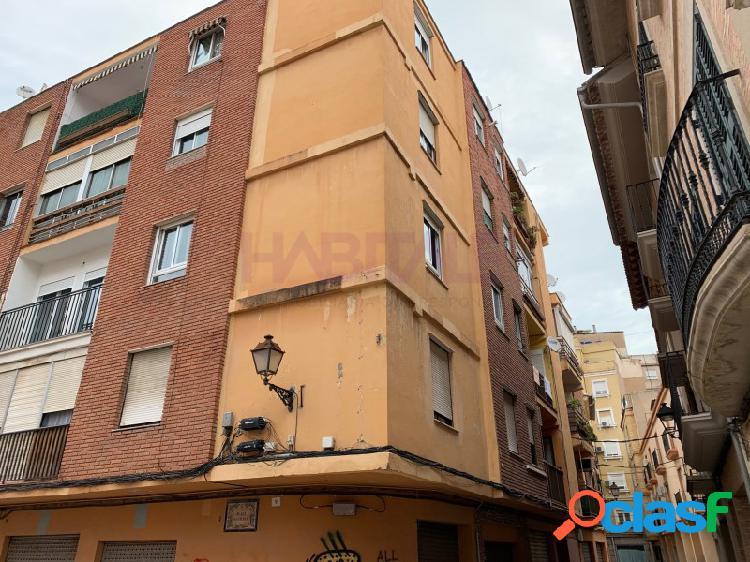 Piso en venta en Alzira Se compone de vestíbulo, comedor