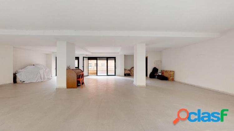 Se vende fantástica oficina en la mejor zona de Alcalá.