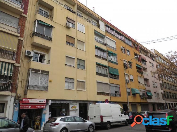 Se vende piso en calle Jumilla.