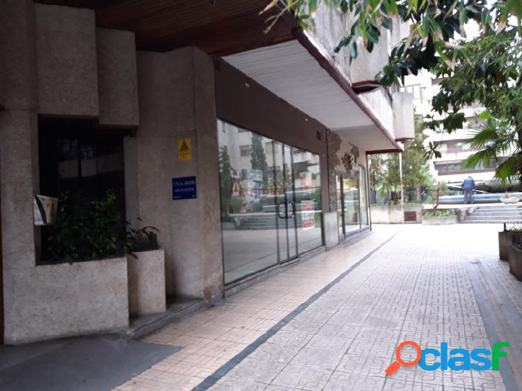Alquiler de local comercial en planta de calle situado junto