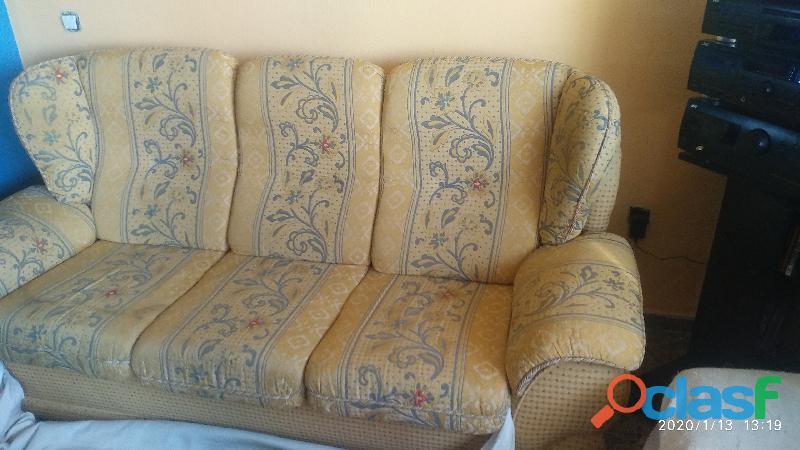 Vendo sofás 3+2 comodísimos y con orejeras