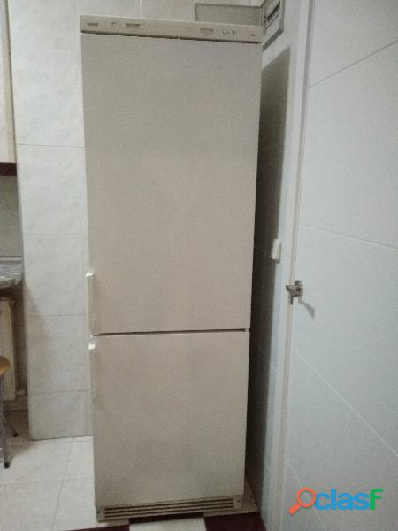 Combi frigorífico y congelador Crolls 185