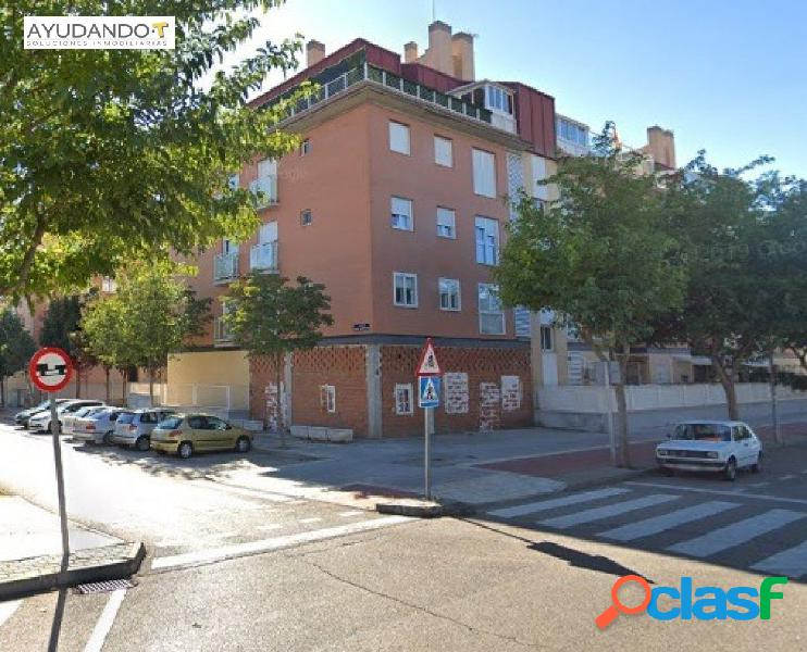 AYUDANDO-T inmobiliaria ofrece local en Calle Pilar Miro en