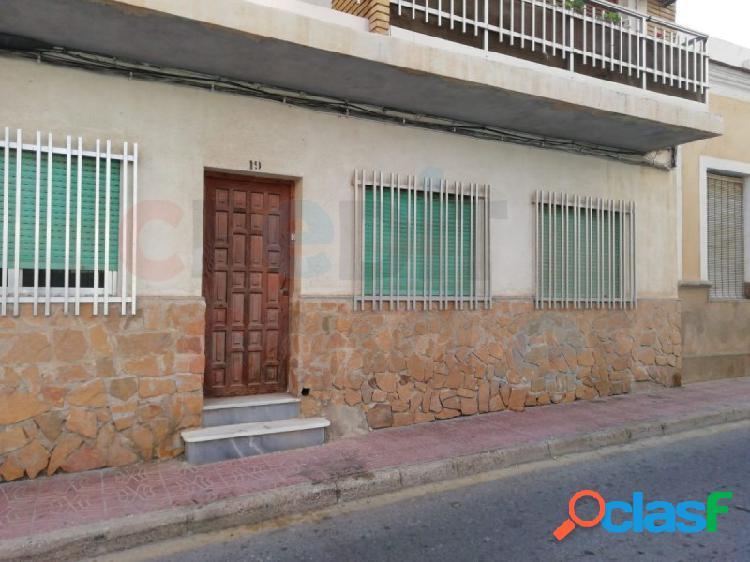 Bajos (2) para reformar en el centro del Puerto de Mazarrón
