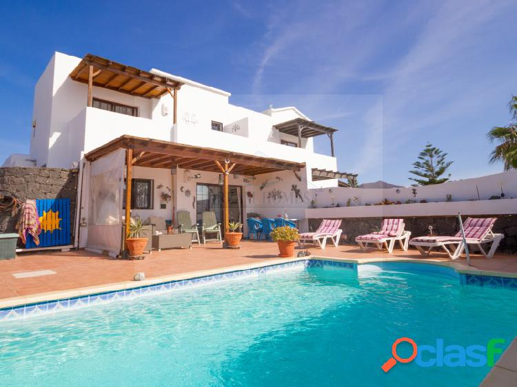 Exclusiva villa con piscina privada en Playa Blanca