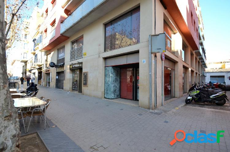Local comercial esquinero de alquiler en Rambla de la Pau