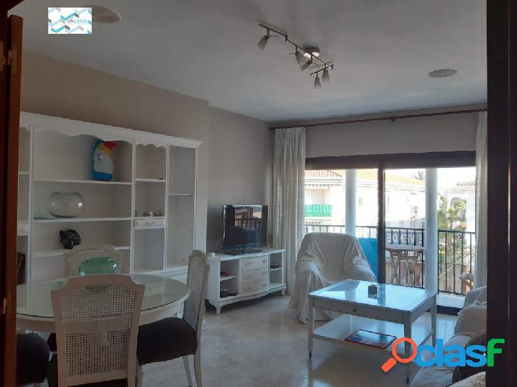 Precioso piso de tres dormitorios en Salobreña