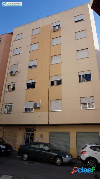 Se alquila piso reformado con tres dormitorios a cinco