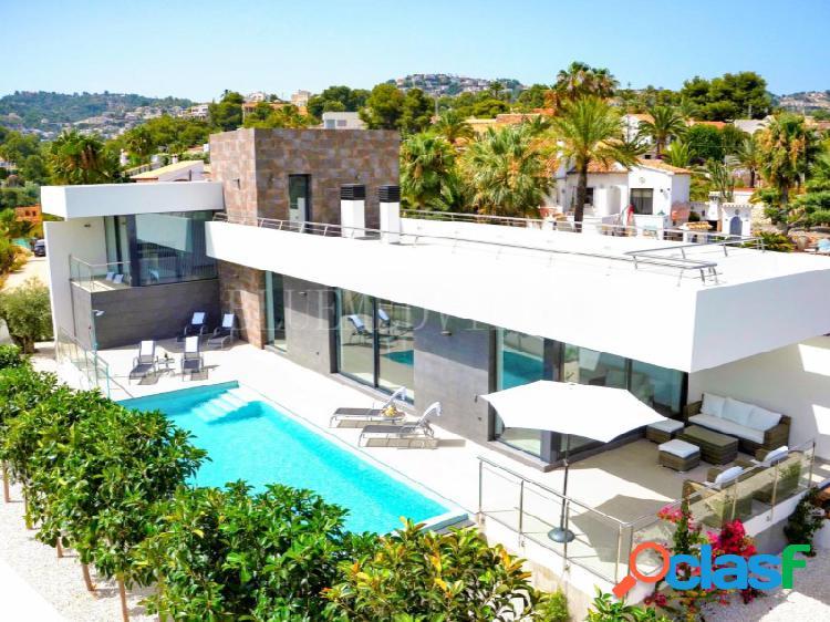 Villa de estilo moderno con orientación Sur en venta en