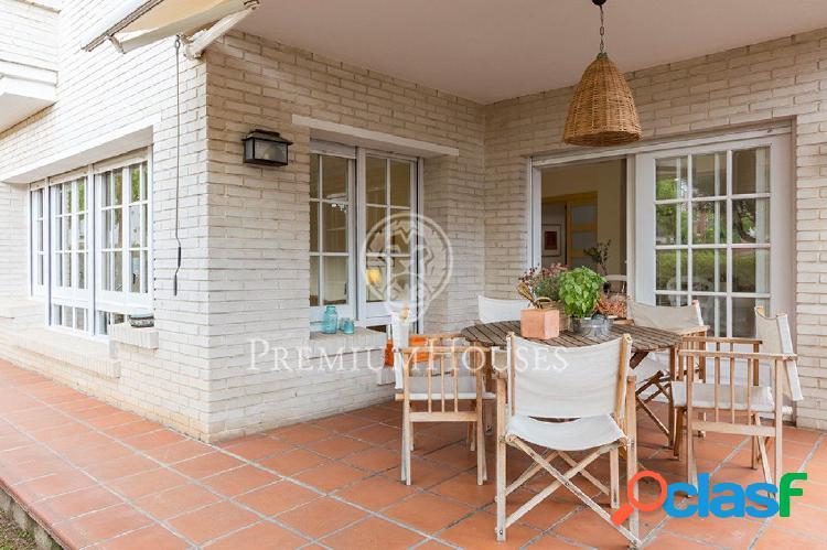 Casa en alquiler en El Masnou: Familiar y luminosa.