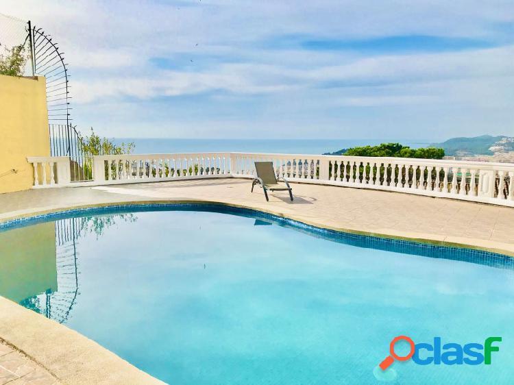 Magnífica villa grande con piscina y zona de lujo con