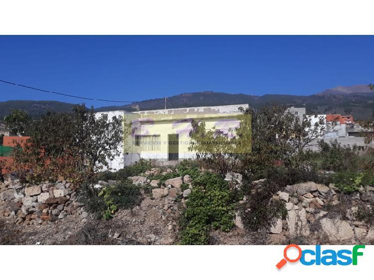 Se vende Casa de 105 m² con cueva y finca de 5.500m² en