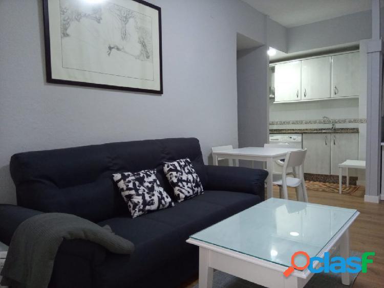 Alquiler Anual.Apartamento de 2 Dormitorios en la Avda, Zona