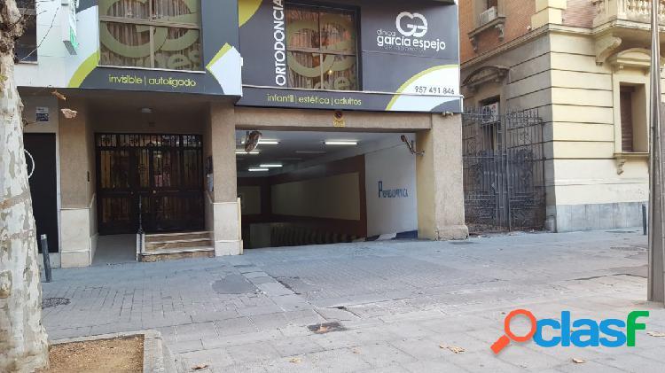 AMPLIAS PLAZAS DE GARAJE EN EL BULEVAR, CORDOBA CENTRO