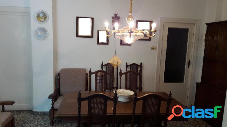 Casa de pueblo para reformar en Burjassot