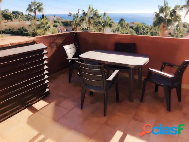 Moderno y amplio apartamento con bonitas vistas al mar.