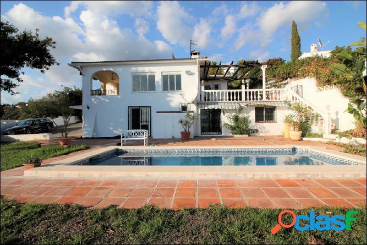 Tranquila y aislada villa de 5 dormitorios con vistas al mar